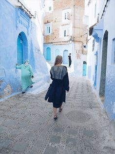 This all blue town Chefchaouen will blow you away with it's charm! I am obsessed. In this post I share how to dress in Morocco.