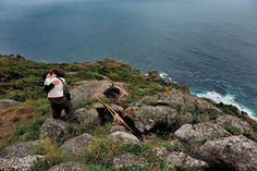 Cap Finisterre, jeunes pèlerins au terme de leur voyage