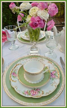 Rosemary and Thyme: Afternoon Tea In The Garden Cosy Garden, Dresser La Table, Afternoon Tea Parties, Mothers Day Brunch, Beautiful Table Settings, China Patterns, High Tea, Tea Party, Party Fun