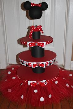 Fabulous Minnie Mouse Cake And Cupcake Stand With Red Tutu And Featuring Black Holder And Minnie Minnie Mouse Theme, Minnie Mouse Baby Shower, Pink Minnie, Mickey Party, Mickey Mouse Birthday, Decoration Minnie, Pig Decorations, Diy For Kids, Birthday Parties