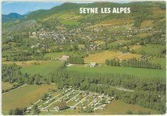 """Seyne-les-Alpes au début des années 80, avec en premier plan notre camping qui venait juste d'ouvrir, depuis il a bien changé, il ne ressemble plus beaucoup à cette photo... Mais on comprend mieux pourquoi il s'appelle """"les Prairies"""" :)"""