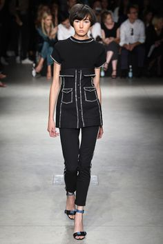 The complete Au Jour Le Jour Spring 2018 Ready-to-Wear fashion show now on Vogue Runway. Runway Fashion, High Fashion, Fashion Outfits, Fashion Trends, Milan Fashion, Vogue, Spring Summer 2018, Spring Summer Fashion, Mafia