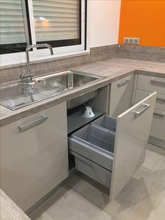 Waste bin integrated in the sink. Kitchen Cabinet Design, Modern Kitchen Design, Interior Design Kitchen, Kitchen Storage, Under Kitchen Sinks, Bedroom Decor For Teen Girls, Cuisines Design, Kitchenette, Home Decor Kitchen