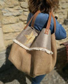 Sac Cabas Golden Star toile de jute lin irisé Sacs Tote Bags, Canvas Tote Bags, Reusable Tote Bags, Burlap Bags, Jute Bags, Hessian, Homemade Bags, Designer Purses And Handbags, Sacs Design