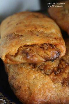 Rghaïfs à la viande hachée Algerian Cookies Recipe, Tunisian Food, Algerian Recipes, Oriental Food, Arabic Food, Turkish Recipes, Pasta, Empanadas, Samosas