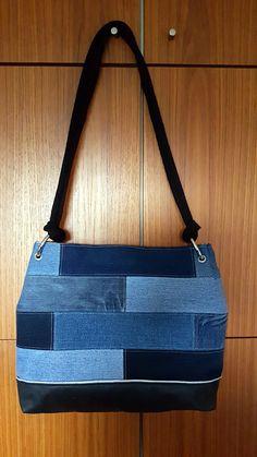 Ewa aus Jeans, die Tasche hat 8 mm große Ösen, die lassen sich noch prima mit der PRYM-Zange eindrücken. Genäht von Sonja 2017 Shoulder Bag, Jeans, Fashion, Diy Bags, Moda, Fashion Styles, Shoulder Bags, Fashion Illustrations, Denim