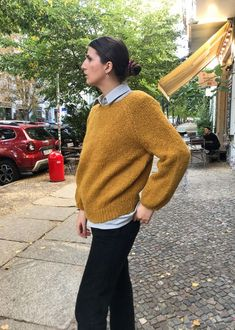 Dieser kuschelige, extrem flauschige Pullover aus Baby Alpakawolle ist das Schönste, was Du Dir zur kalten Jahreszeit gönnen kannst! Handgestrickt un… Handgestrickte Pullover, Beanie, Baby, Men Sweater, Winter, Sweaters, Fashion, Fluffy Sweater, Clothing