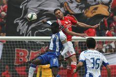 """Primeiro """"nulo"""" da era Jorge Jesus em jogos da I Liga na Luz deixa o Benfica com o bicampeonato à distância de três vitórias. FC Porto pouco fez para tentar destronar as águias."""