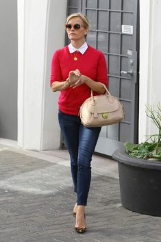 Reese Witherspoon leaving her office in Beverly Hills January 2015