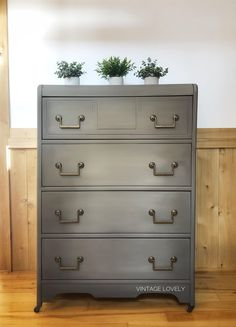 Vintage Lovely expertly blended Espresso, Grecian Clay, Gray Linen and Oyster to get this beautiful finish! #wiseowlpaint #painted #furniture #blending #dresser