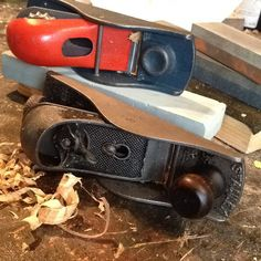 Refinished a couple planes: one is a vintage Stanley No. 220 from the flea market and the other is MADE IN USA and I found it in the alley. The Stanley work great for trimming and the other has a huge mouth so it will become a decent scrub plane. #vintage #vintagetools #handplane #stanleytools #tools #refinish #sharpening #fleamarket #fleamarketfinds #diy