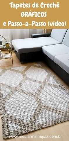 Tapete de crochê de barbante ou fio de malha: Confira inspirações incríveis de crochê moderno e veja também gráficos e a receita para fazer os tapetes redondo ou retangular passo-a-passo. Confira no blog #crochet #artesanato #tapete
