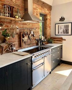 Red Kitchen Walls, Brick Wall Kitchen, Kitchens With Brick Walls, Kitchen White, Exposed Brick Kitchen, Exposed Brick Walls, Whitewashed Brick, Brick Interior, Interior Design Kitchen