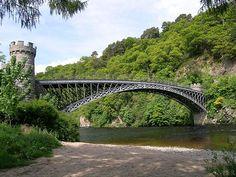 Craigellachie bridge, over the River Spey, Craigellachie, Moray, Scotland (1814) cast iron arch by Thomas Telford. the single 46 metre span was revolutionary