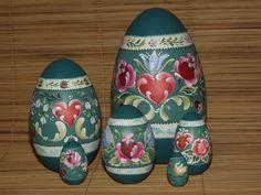 Ovos de madeira torneada com Bauernmalerei (Pintura Campestre Alemã)