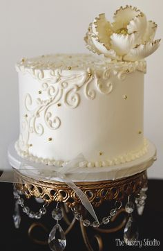petite single tier ivory wedding cake with ivory gold tip sugar flower top by the pastry studio