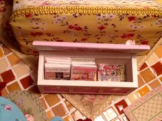here's another little treasure chest which I filled Ith magazines this time ... another trick to keep a small place neat
