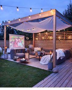 Pergola Design, Diy Pergola, Modern Pergola, Backyard Movie Theaters, Backyard Movie Screen, Outdoor Movie Screen, Backyard Patio Designs, Backyard Ideas, Garden Ideas