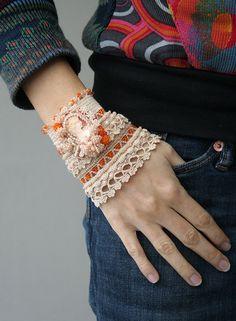 Naranja crema ganchillo brazalete con camafeo de la por ellisaveta
