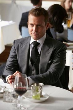 Harvey Spectre in Tom Ford grey suit. #suits