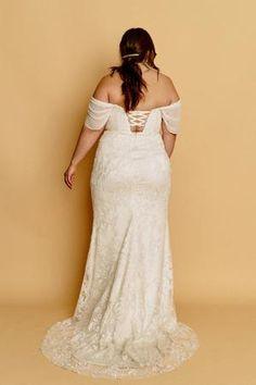 Julia – Halseene  A fitted curvy wedding gown with a sweetheart bodice, a lace midriff panel, and drapey chiffon cap sleeves #HalseeneJulia #plusweddingdress #plussize #effyourbeautystandards #weddingdress