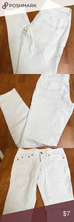 White skinny jeggings. Size 7. Barely worn. Great condition. True white. SO Jeans Skinny