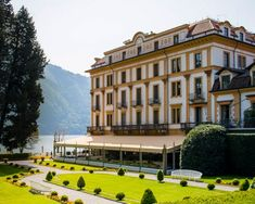 Villa D'Este has made history, establishing Lake Como as a glamourous icon of style and class all over the world. Lake Como Villas, Lake Como Wedding, Villas In Italy, Wedding Locations, All Over The World, Wedding Planner, Buildings, Mansions, House Styles