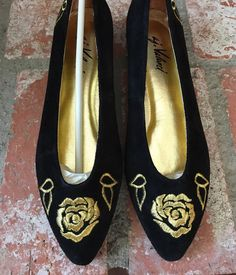 Deadstock vintage black gold embroidered rose pointed toe flats shoes womens slip ons bew never worn leather 8 metallic valenci 80s 80's 90s by VELVETMETALVINTAGE on Etsy