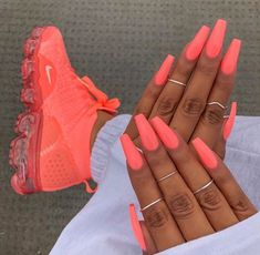 ongles néon corail fluo coffin nails baskets assortis acrylic nails coffin - acrylic nails short - a Neon Coral Nails, Bright Summer Acrylic Nails, Best Acrylic Nails, Coral Acrylic Nails, Summer Nails Neon, Spring Nails, Matte Nails, Summery Nails, Glitter Nails