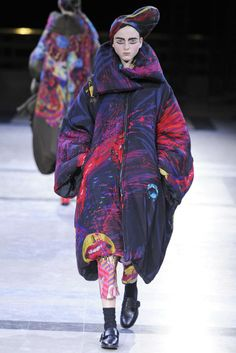 Yohji Yamamoto RTW Fall 2014 - Slideshow - Runway, Fashion Week, Fashion Shows, Reviews and Fashion Images - WWD.com