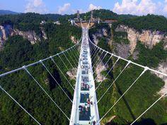 En Chine, le pont en verre le plus long du monde ouvre au public