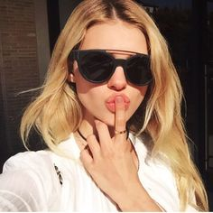 53 images about Nicola Peltz on We Heart It Transformers, Cute Glasses, New Glasses, Glasses Frames, Womens Fashion Online, Latest Fashion For Women, Selfies, Nicola Peltz, Chloe