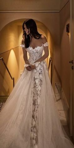 42 Off The Shoulder Wedding Dresses To See - Hochzeit - mariage Top Wedding Dresses, Cute Wedding Dress, Wedding Dress Trends, Bridal Dresses, Wedding Bride, Wedding Ideas, Wedding Dress Corset, Wedding Dress Princess, Tulle Wedding