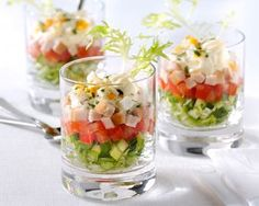 Salade met kipfilet in glas Salade met kipfilet in glas Party Canapes, Fingerfood Party, Snacks Für Party, Slow Food, Tapas Dinner, Mini Appetizers, Party Finger Foods, Xmas Food, Healthy Meals For Kids