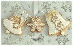 White Christmas - bells with needlepoint lace in royal icing by Libuša Bartošová