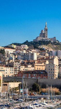 Vue sur la Bonne Mère depuis le Fort Saint Jean à Marseille
