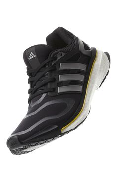 We put popular minimal running shoes to the test and found out which brands  of these innovative running shoes we liked best. 767a05911