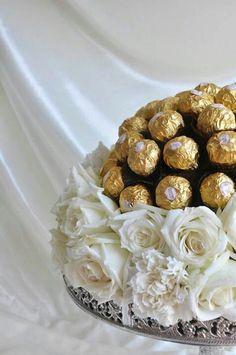 11 stylish ways to present the hantaran (or dowry) for Malay weddings Wedding Gift Boxes, Wedding Gifts, Wedding Things, Engagement Gifts, Wedding Engagement, Engagement Gift Baskets, Malay Wedding, Bengali Wedding, Afghan Wedding