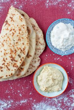 These soft, slightly charred and yeast free Easy Homemade Flatbreads couldn't be simpler. These are quick flatbreads to make for any occasion. Baking Powder Bread Recipe, Naan Bread Recipe Easy, Healthy Flatbread Recipes, Recipes With Naan Bread, Yeast Free Breads, Bread Alternatives, Homemade Flatbreads, Turkish Recipes, Recipes