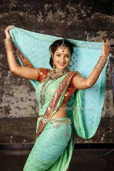 sexy hips in saree Pics n Vids (glamour) Beautiful Girl Indian, Most Beautiful Indian Actress, Beautiful Saree, Beautiful Dresses, Beautiful Bride, Kashta Saree, Saree Dress, Marathi Saree, Belly Dancer Costumes
