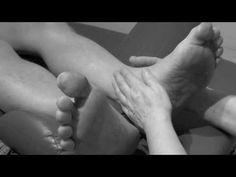 Uvolnění krční páteře The release of the cervical spine Tight Neck, Foot Reflexology, Relax, Sciatica, Feet Care, Massage Therapy, Back Pain, The Cure, Calisthenics