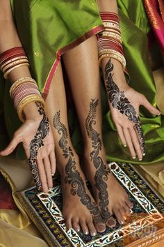 I love henna... I want to get a large henna tattoo that wraps around my back and waist some day...
