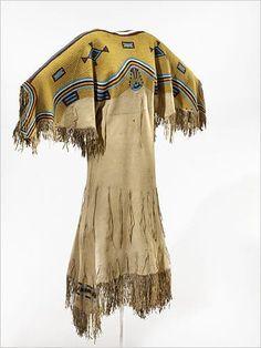 artiste Lakota inconnu(e), Robe de femme vers long; National Museum of the American Indian Native American Costumes, Native American Clothing, Indian Costumes, Native American Women, Native American Beadwork, Native American Indians, Native Indian, Teen Costumes, Woman Costumes