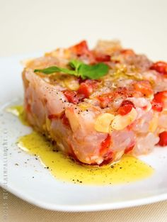 Tartare di gamberi e fragole Fish Recipes, Seafood Recipes, Gourmet Recipes, Appetizer Recipes, Healthy Recipes, Slow Food, Appetisers, Summer Recipes, Italian Recipes