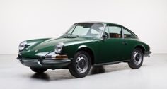 From 18:00 on 4 May 2015, no fewer than 40 impressive machines (one motorcycle and 39 cars) will go under the hammer at the Berlin premises of the Auto Classics Club – and Auctionata has spared no effort in rolling each lot into a studio to be captured by a professional photographer.
