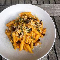 """Zdravé fit recepty 🥑🍏🍇🍓🥞🍰 on Instagram: """"Těstoviny s dýňovou omáčkou od @healthylife_bety ✨ Tyhle těstoviny jsou fakt parádní, skvěle se hodí do tohohle počasí, jsou rychlý a moc…"""" Carrots, Vegetables, Fit, Instagram, Shape, Carrot, Vegetable Recipes, Veggies"""
