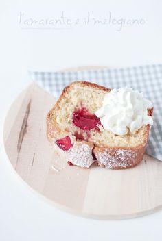L'amaranto e il melograno: Yogurt cake alle ciliege... anzi no, alle fragole!