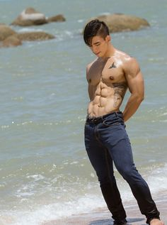 Nguy%C3%AAn+Kh%C3%B4i+L%C3%AA+Vietnamese+Bodybuilder+Asian+Muscle+5.jpg…