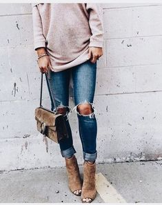 Blush sweater with distressed denim jeans and tan handbag and shoes. Shop at Stylizio for women's and men's designer handbags luxury sunglasses watches jewelry purses wallets clothes underwear Casual Chic Style, Style Me, Classy Casual, Look Fashion, Fashion Outfits, Fashion Killa, Fashion Ideas, Fall Outfits, Cute Outfits