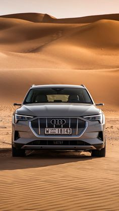 🔥⚡️🔥 Audi E-Tron 55 Quattro // 🇩🇪🇩🇪 Electric car) ⚡️Battery Capacity: 95 kWh-Lithium-ion 🐎Power: 408 hp 📈Torque: 561 Nm ⚙️Drivetrain: 🔢Transmission: Single speed with fixed ratio sec 🏁Top Speed: 200 km (limited) ⚓️Weight: 2565 kg 💰Base Price: - 4k Wallpaper Android, Mobile Wallpaper, Dubai Cars, Dubai Desert, Top Luxury Cars, Top Cars, Car Engine, Audi Tt, Car Wallpapers